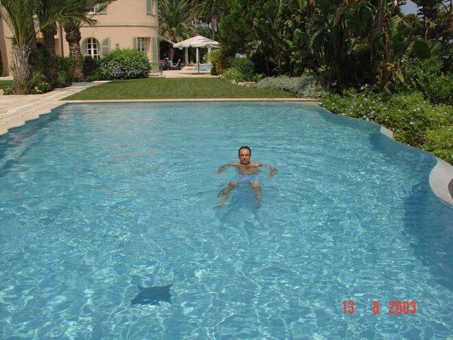 M. Copé dans la propriété de M. Takieddine, au Cap d'Antibes, en août 2003.