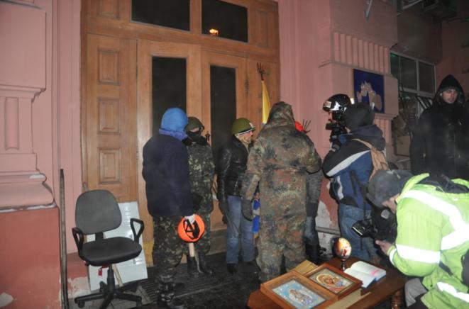 Les manifestants ont pris le contrôle des bâtiments du ministère de la justice dans la nuit de dimanche à lundi.