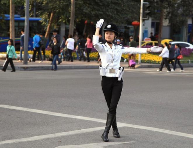 Brigade policière dans le centre-ville.