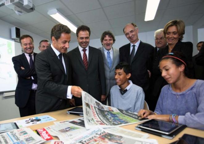 Nicolas Sarkozy visitant l'internat de Sourdun, ouvert en 2009.