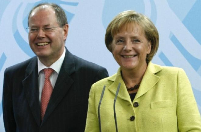 Peer Steinbrück, ancien ministre fédéral des finances, de 2005 à 2009, et Angela Merkel, chancelière fédérale depuis 2005. © (dr)