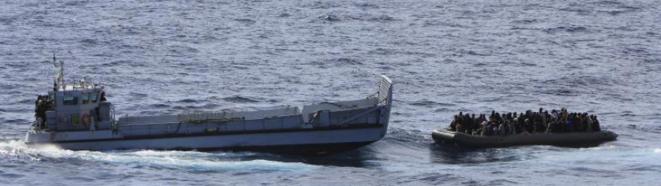 Des migrants secourus au large de la Sicile, le 5 février.