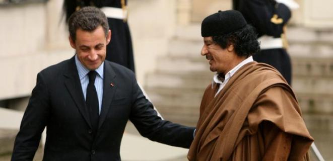 Dans la cour de l'Elysée en décembre 2007.
