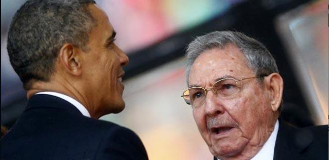 Aux obsèques de Nelson Mandela fin 2013, Barack Obama et Raul Castro.