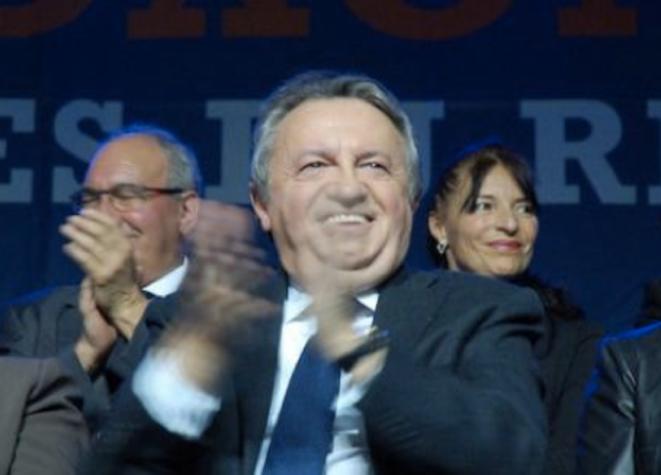Guérin entouré des candidats Force du 13, le 12 mars.