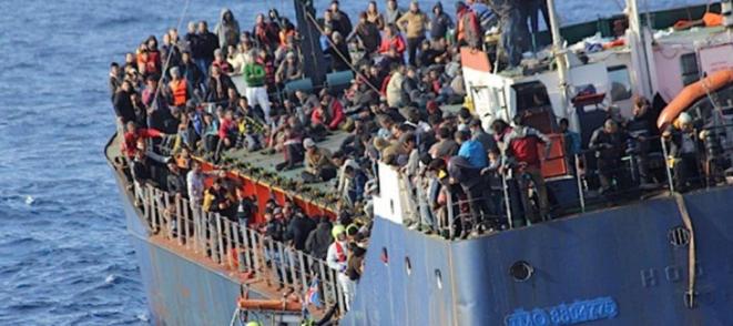 Un cargo secouru par Frontex, le 9 décembre 2014.
