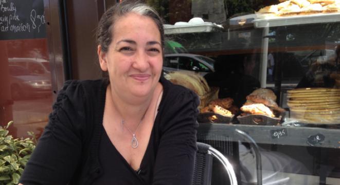 À Éole, Anissa a distribué des pâtisseries et des feuilletés. Mais aussi du bandage et du coton.