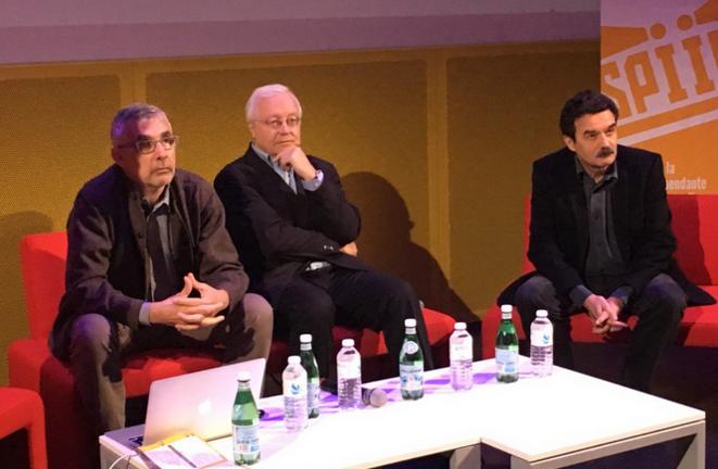 Daniel Schneidermann, Maurice Botbol et Edwy Plenel, vendredi matin lors de la Journée de la presse en ligne.