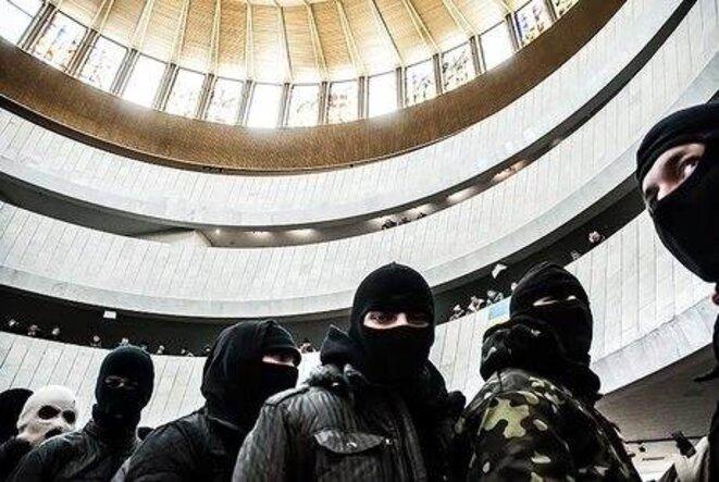 Mercredi, les activistes les plus radicaux des groupes ultras se sont constitués en «Garde nationale»