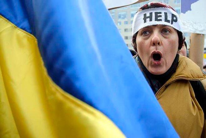 Lundi 20 janvier, une manifestante devant la représentation de l'Union européenne à Kiev.