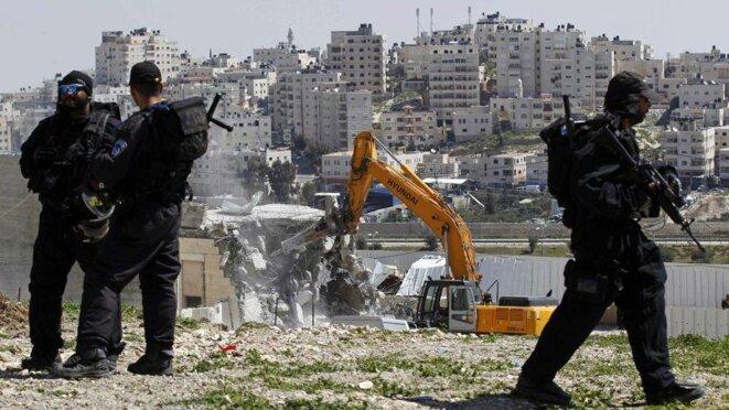 Destruction de maisons palestiniennes à Jérusalem-Est sous protection de l'armée.