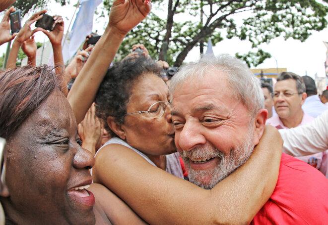 Lula mène campagne pour la réélection de Rousseff.