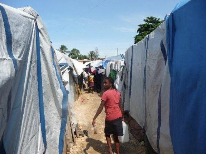 Dans le parc Sainte Thérèse, 2.500 réfugiés. © (F.Bt.)