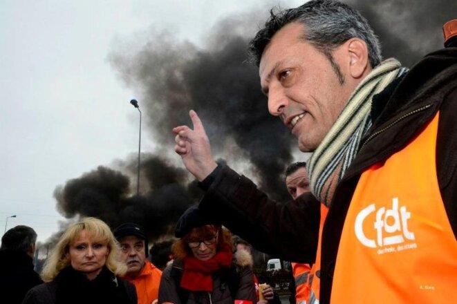 Marie da Silva, au deuxième plan, derrière le leader CFDT Édouard Martin lors d'une manifestation pour Florange.