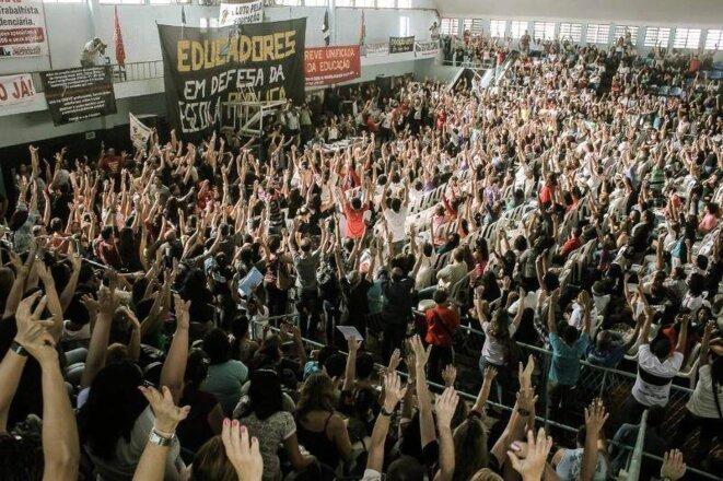 Professeurs en grève à Rio de Janeiro, le 30 mai 2014.