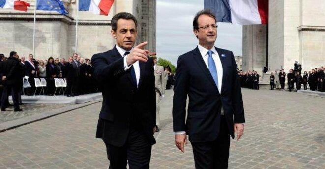 Nicolas Sarkozy et François Hollande ensemble aux commémorations du 8 mai 2012.