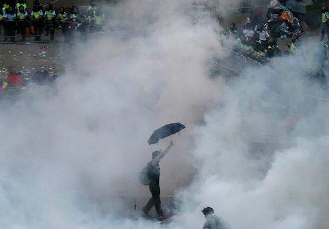 Un manifestant, le 28 septembre à Hong Kong.