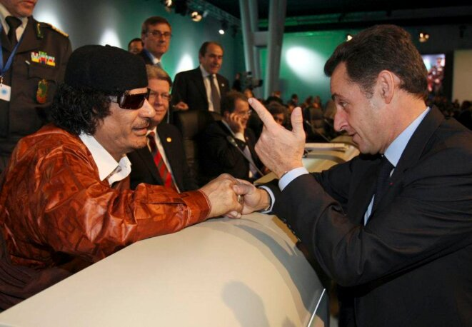 Kadhafi et Sarkozy en décembre 2007. © (Reuters)