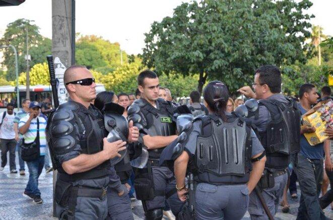 Patrouille dans les rues de Rio de Janeiro.Patrouille dans les rues de Rio de Janeiro. © Lamia Oualalou