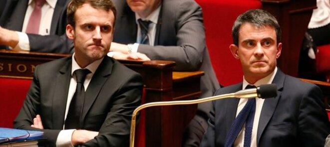 Le ministre de l'économie Emmanuel Macron et le premier ministre Manuel Valls à l'Assemblée nationale ce mardi.