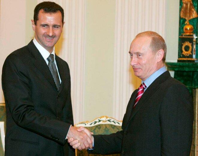 Bachar al-Assad et Vladimir Poutine. Le père du dictateur avait signé en 1980 un traité de coopération avec l'URSS