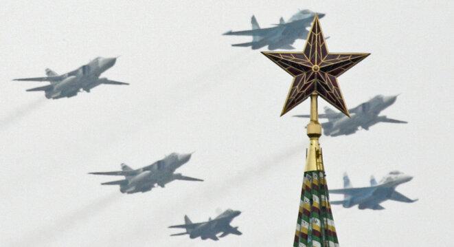 Le défilé militaire du 9 mai 2015, sur la Place Rouge, à Moscou pour célébrer les soixante-dix ans de la victoire sur le nazisme © Reuters