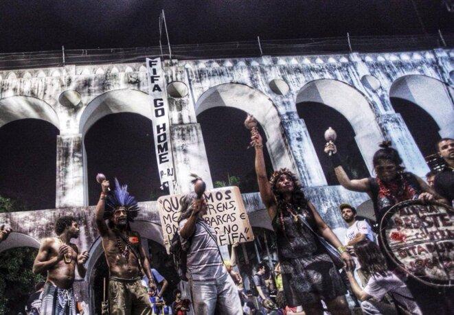 Manifestation contre la Coupe sous la Arcs de Lapa, à Rio de Janeiro.