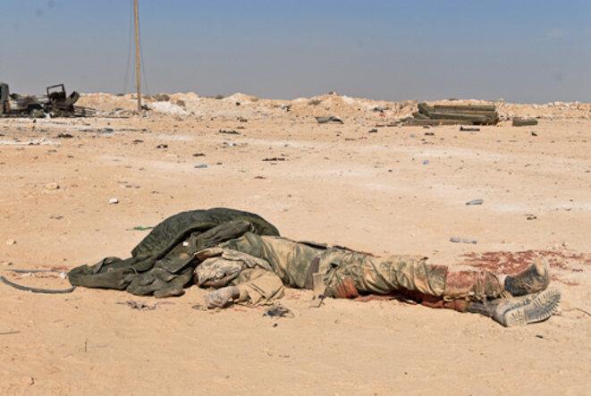 Soldat de l'armée de Kadhafi, tué par les bombardements. © Thomas Cantaloube