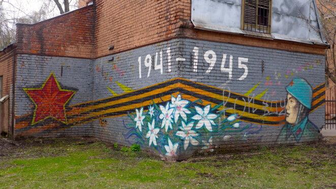 Fresque sur un mur d'arrière cour à Moscou © CB