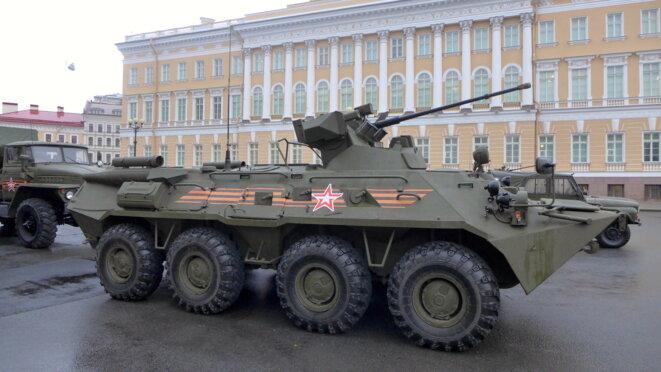 Un tank prêt à défiler lors du 9 mai 2015 © CB