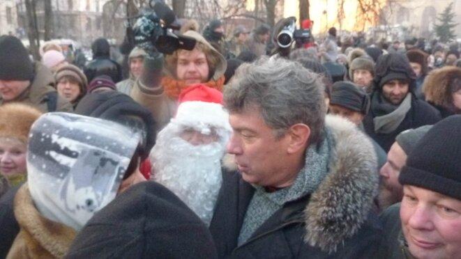 Parmi les personnalités, Boris Nemtsov, qui sera arrêté en fin de manifestation pendant quelques heures.
