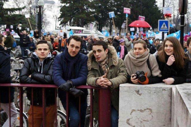 Edouard Klein (au milieu) lors d'une manifestation contre le mariage pour tous, cet hiver. © Reflexes