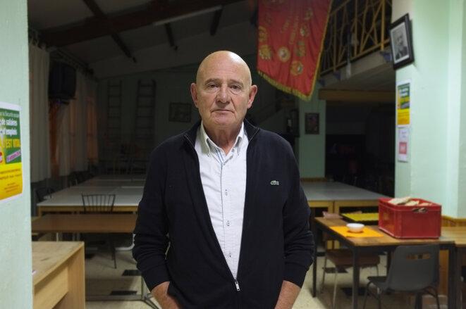 Aimé Couquet, à la permanence du Parti communiste, à Béziers. © M.T. / Mediapart