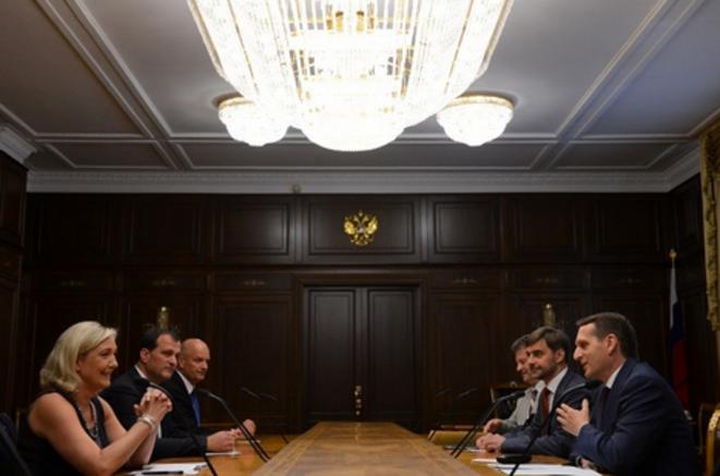 Marine Le Pen et Louis Aliot reçus par Sergueï Narychkine, président de la Douma, le 19 juin 2013. © dr