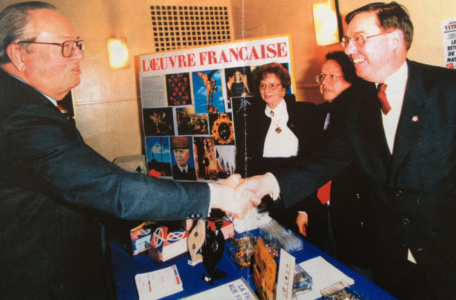 Jean-Marie Le Pen et Pierre Sidos, en 1994.