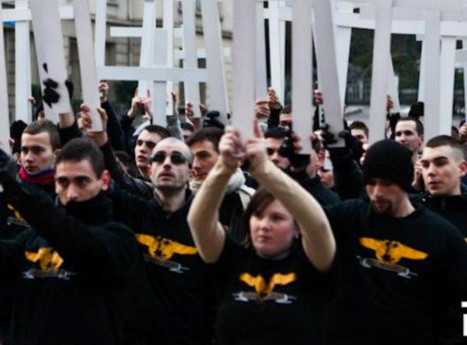 Laura Lussaud (au premier plan), avec les Jeunesses Nationalistes, le 14 janvier 2012, à Lyon © Reflexes