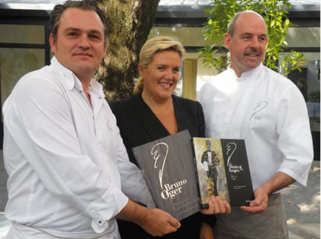 Bruno Oger avec Michèle Tabarot et son chef pâtissier lors de la conférence de presse de sortie de ses livres, le 7 novembre. © Capture d'écran du site email-gourmand.com