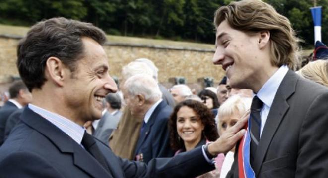 Nicolas Sarkozy et son fils Jean Sarkozy, en 2009. © Reuters