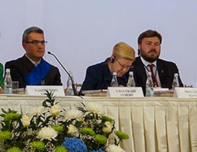 A. Chauprade à un forum sur la famille organisé le 10 septembre, à Moscou, avec Konstantin Malofeev (3e en partant de la droite) © Blog du chercheur Anton Shekhovtsov