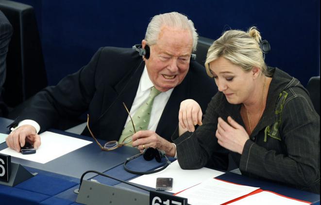 Jean-Marie Le Pen et Marine Le Pen au parlement européen.