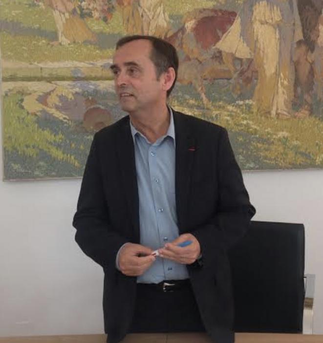 Robert Ménard dans son bureau de maire, le 6 novembre 2014.