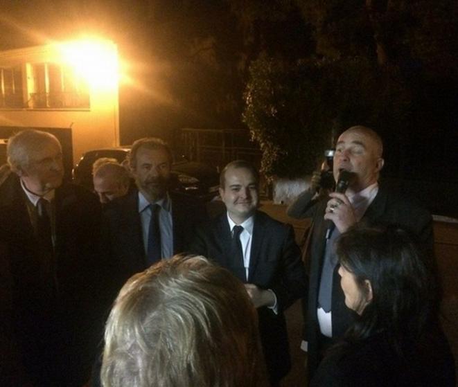 Luc Jousse (avec la barbe) et David Rachline (à sa gauche), lors de l'inauguration de la permanence du binôme du FN, le 12 mars. © dr