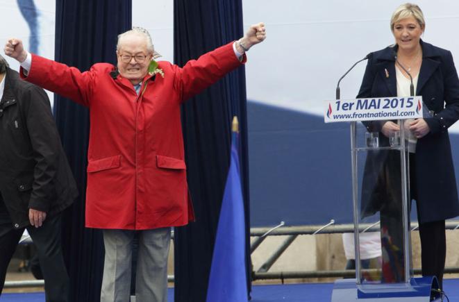 Jean-Marie Le Pen sur scène, le 1er-Mai 2015. © Reuters