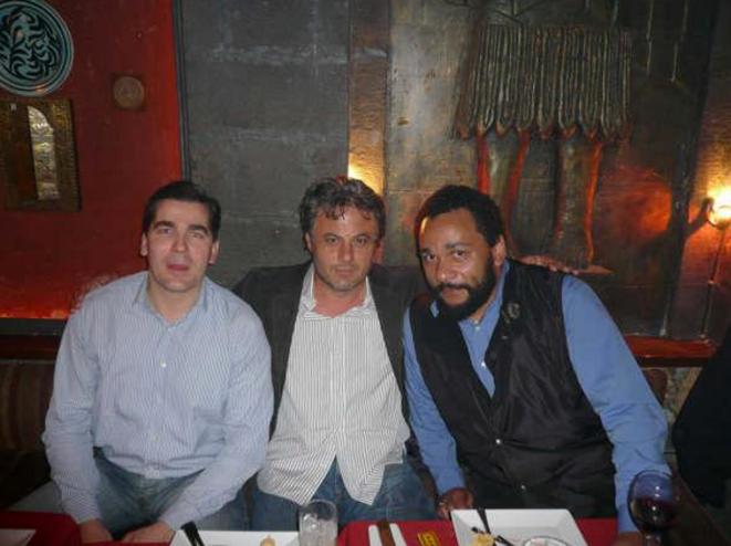Frédéric Chatillon avec Manaf Tlass et Dieudonné, en Syrie, en 2008. © Reflexes