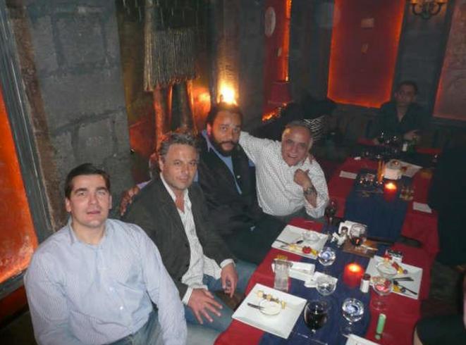 Frédéric Chatillon avec Manaf Tlass et Dieudonné et Thierry Messan (tout à droite), en 2008, en Syrie. © Reflexes