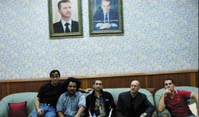 F.Chatillon (polo rouge) en Syrie à l'été 2006 avec Ahmed Moualek (Labanlieuesexprime), Dieudonné, Thierry Meyssan, Alain Soral. © dr