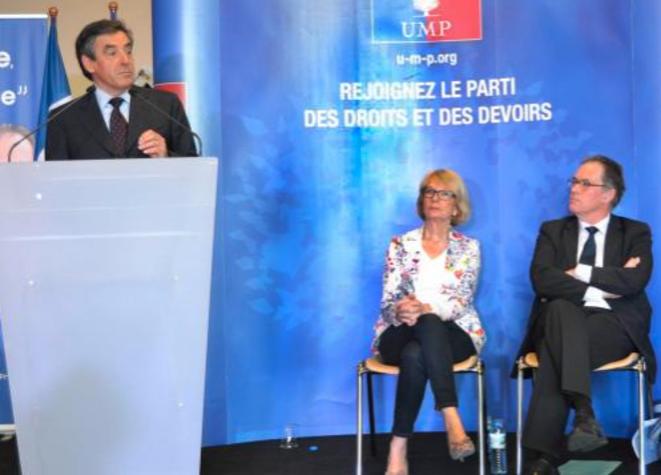 François Fillon venu soutenir Alain Cadec (à droite) pour les européennes, lors d'un meeting dans la Sarthe, le 7 mai.