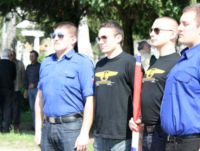 Alexandre Gabriac et François-xavier Gicquel, l'ex responsable du FNJ85, à une célébration de Mussolini en Italie, en avril 2012 © Fafwatch