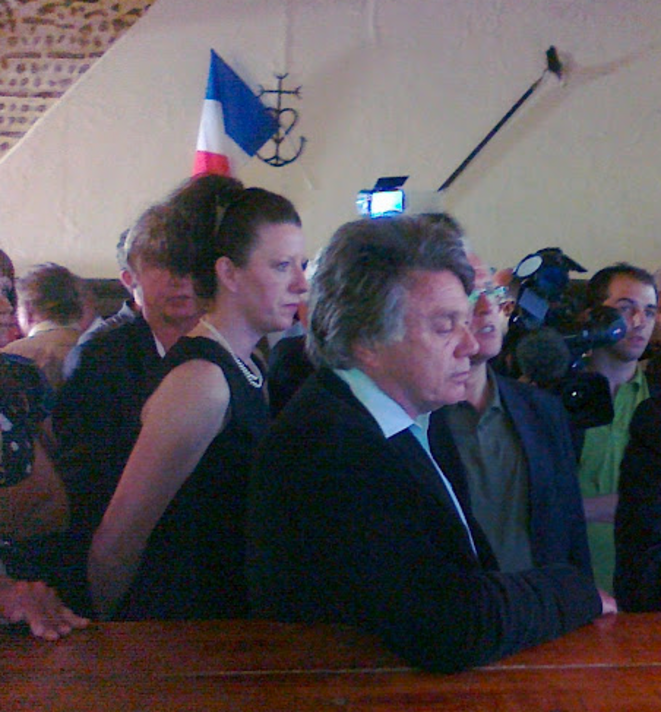 Gilbert Collard et Holly Harvey-Turchet, pendant la campagne législatives, en 2012.