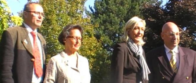 M. Le Pen et C. Bouchet (à droite) lors de la présentation des têtes de liste des Pays-de-la-Loire, le 26 septembre 2009. © Reflexes